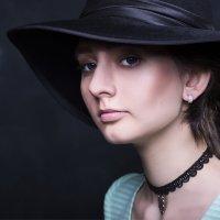Девушка в шляпе :: Владимир Ананьевский