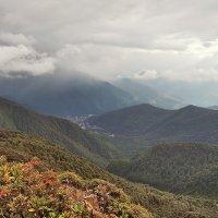Вид с вершины горы Ачишхо :: Денис Масленников