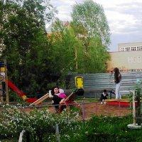 Наша детская площадка :: Владимир Ростовский