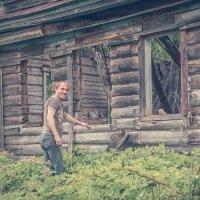 В заброшенной деревне :: Роман Царев