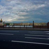 На Университетской набережной... :: Sergey Gordoff