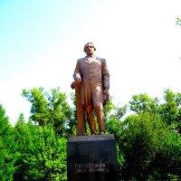 Мценск. Памятник  Тургеневу. :: Владимир Драгунский