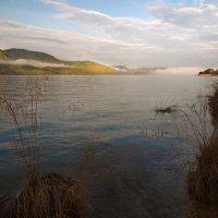 Осенним утром на реке... :: Александр Попов