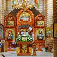 В храме иконы вдруг засветились по-новому.... :: Валентина ツ ღ✿ღ