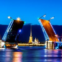 Дворцовый мост :: Дарья Гутинская