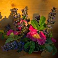 ваза с шиповником. :: Лидия Симова