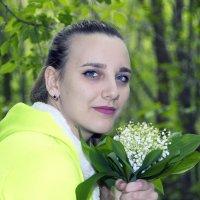 Девушка с ландышами :: Дмитрий Внуков