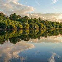 Закат на реке... :: Юрий Стародубцев