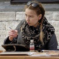 Девушка - иконописец. :: Александр