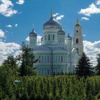 Собор во славу Живоначальной и Животворящей Троицы :: Elena Izotova