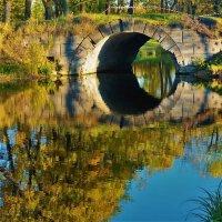 Мостик между Шапельным прудом и Виттоловским каналом... :: Sergey Gordoff