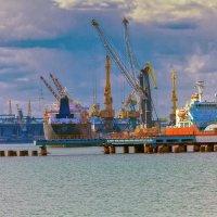 Майский день в порту. :: Вахтанг Хантадзе