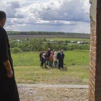 Вход в сельский храм :: Вера Сафонова