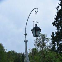 Фонарь в парке Павловска :: Валерий Подорожный