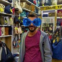 Продавец сумок :: Sergey Gordoff