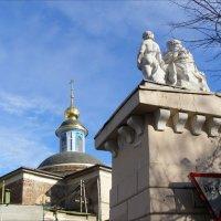 Скульптурная группа Милосердие на воротах Опекунского совета :: Анна Воробьева