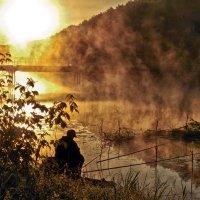 утро.восход солнца.рыбак... :: юрий иванов