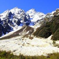 Летнее утро в ущелье Адыл-Су. Вид на г. Башкара 4241 м с остатками сошедшей лавины :: Vladimir 070549