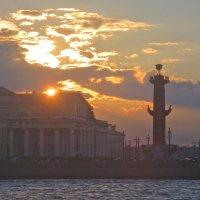 закат над Стрелкой Васильевского острова :: Елена
