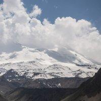 Спят облака на голове Эльбруса... :: ФотоЛюбка *