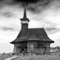 Старый храм :: Nina Streapan