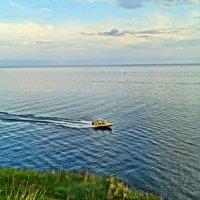 Байкал,скоростная лодка :: Юрий Николаев