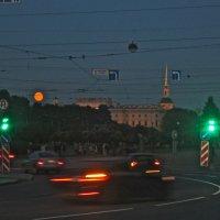 оранжевая луна и зелёные светофоры :: Елена