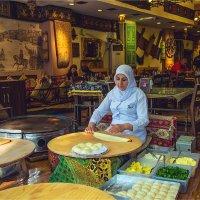 В ресторане традиционной турецкой кухни в Стамбуле :: Ирина Лепнёва
