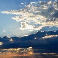 Солнце в пасти крокодила... :: Александр