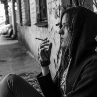Вдыхая сигаретный дым! :: Павел Качанов