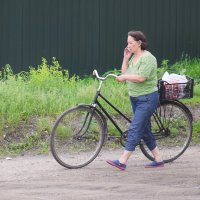 Тётенька с велосипедом :: A. SMIRNOV
