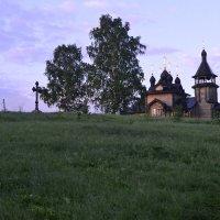 Часовня на берегу реки :: Елена Бирюкова