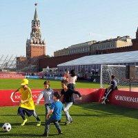в футбол играют с детства :: Олег Лукьянов