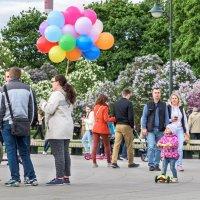 Девочка и шары :: Александр Орлов