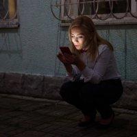 Девушка и телеон :: Алексей Мартынов