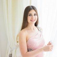Красивая девушка у окна :: Ирина Вайнбранд