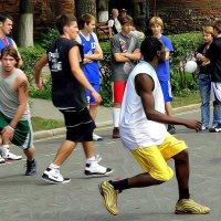 Баскетбол на главной площади города :: Андрей Головкин