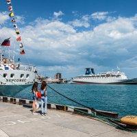 Провожают пароходы :: Юрий Яловенко