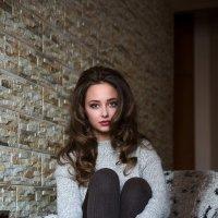 Юлия, девушка у окна :: Валерий Чернышов