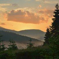 Рассвет над Черногорой :: Александра Баева