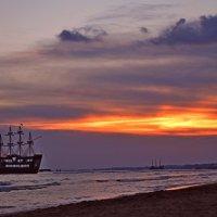 Закат южного солнца... :: Vladimir Semenchukov