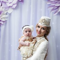 Марина и крошка. :: Батик Табуев