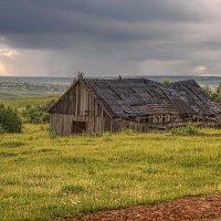 Над ветхой фермой :: Владимир Макаров