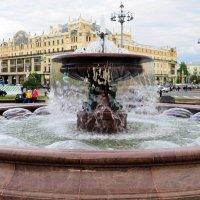 фонтан и город :: Олег Лукьянов