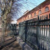Петровский парк, ограда :: Анна Воробьева