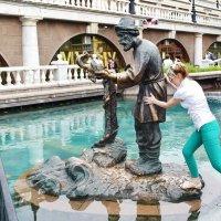 Скульптура Старика и золотой рыбки самая популярная. :: Татьяна Помогалова