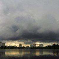 Тучи над городом :: Андрей Лукьянов