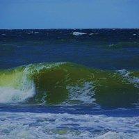 Грохочет морская пучина,  гремя и сверкая волна несётся к берегу :: Маргарита Батырева