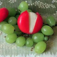 Сыр и виноград :: Елена