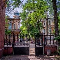 Ворота на улицу... :: Вахтанг Хантадзе